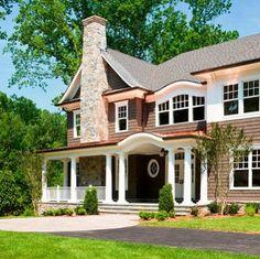 Casa estilo clásico de dos pisos