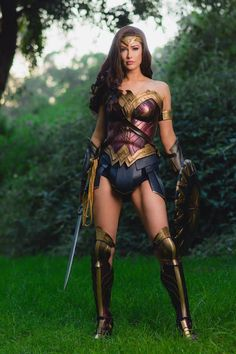 Wonder woman from Dc comics cosplay by Love Tahnee photo by Eric Carroll Photography Amazing Cosplay, Best Cosplay, Anime Cosplay, Cosplay Girls, Marvel Cosplay, Gal Gadot, Wonder Woman Cosplay, Movie Costumes, Cosplay Costumes