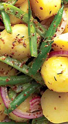 Potato and Green Bean Salad - Whether eaten warm or right from the fridge, this bright, crunchy potato salad pairs perfectly with pork, steak or chicken. ❊