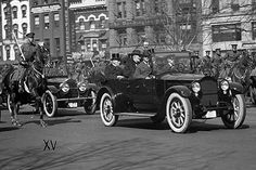 Harding was the first president to drive to and from the ceremony. | 24 Delightful Inauguration Firsts