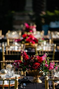Burgundy/ marsala and gold is one of the most elegant wedding color schemes that is perfect for fall and winter weddings. It's contrasting . Elegant Wedding Colors, Floral Wedding, Fall Wedding, Wedding Ideas, Decor Wedding, Fuschia Wedding Flowers, Wedding Bride, Wedding Reception, Wedding Cakes