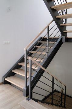 House Design Ideas New Homes Stairs Ideas – staircase Modern Stair Railing, Stair Railing Design, Metal Stairs, Staircase Railings, Modern Stairs, Railing Ideas, Stair Treads, Glass Stair Railing, Exterior Stair Railing