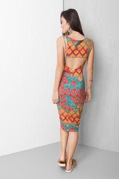 vestido estampado abertura costas R$219