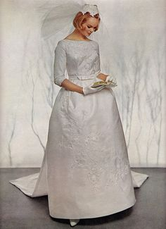 6 Beautiful Wedding Dress Trends in 2020 Classic Wedding Gowns, Vintage Wedding Photos, Wedding Dress Trends, Vintage Bridal, Wedding Attire, Wedding Dresses, Vintage Weddings, Wedding Bride, Vintage Dresses