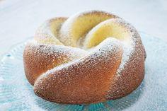 Unser Magerquarkkuchen-Rezept ist sehr gesund, eiweissreich und vergleichsweise kalorienarm, ausserdem ist die Zubereitung relativ simpel. Lean Desserts, Baking Recipes, Cake Recipes, Sweet Bakery, Cake & Co, Dream Cake, Weird Food, Bakery Cakes, Fun Cooking