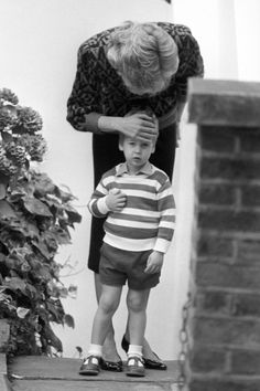 The pictures bear a strong resemblance to ones of George's father Prince William as he left his house for his very first day of nursery back in 1985.