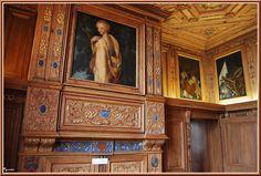 Chateau de Beauregard: le cabinet des Grelots- Les 4 postes de Conseillers et Secrétaires des Commandements et Finances que le roi Henri II établit lui servait pour expédier seul les affaires de son royaume. Plus tard, en avril 1559, ces fonctionnaires reçurent le litre de Secrétaires d'Etat, et furent ainsi en France les 1° honorés de ce nom Du Thier eut dans son département le Pièmont, Rome, le Dauphiné, Venise et tout le Levant.