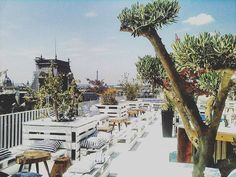 Le Perchoir Restaurant and Bar offers an amazing rooftop in the very heart of http://ift.tt/1TQ5bga
