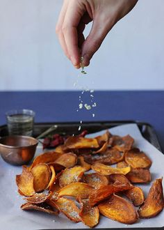 How to make quick and tasty Sweet Potato Chips with Rosemary Salt. Meet your new weekend snack. #recipes #sweetpotato #snacks #chips #crisps #designsponge #rosemary #healthy #litebite #gf #glutenfree