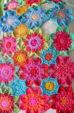 THE FLOWER BED: Next round on the blanket and an Octagon Fill in