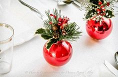 Christmas is getting closer. Are you ready for Christmas decorations? Christmas baubles are the most commonly used Christmas decorations. They can decorate any space. You can use them to decorate windows, make Wreath for hanging on doors, decorate pi Christmas Place, Christmas Tea, Christmas Baubles, Simple Christmas, Christmas Holidays, Modern Christmas, Beautiful Christmas, Christmas Greenery, Xmas Trees