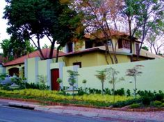 222 on Silveroak Guest House - 222 on Silveroak Guesthouse is situated in the peaceful surroundings of Waterkloof where the streets are lined with Jacaranda trees and the bird life is exceptional.  The house is very centrally situated ... #weekendgetaways #pretoria #southafrica