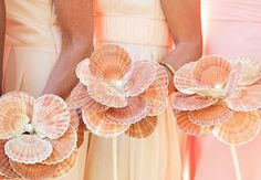 This bouquet is so unique, perfect for a beach wedding! This bouquet is so unique, perfect for a beach wedding! Nautical Wedding, Trendy Wedding, Seashell Wedding, Elegant Wedding, Beach Wedding Bouquets, Bridesmaid Bouquets, Bridesmaids, Wedding Beach, Summer Wedding