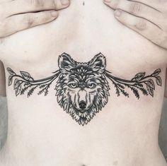 Caitlin Thomas cria tattoos com linhas finas e muitos detalhes precisos