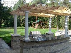 Pergola w outdoor kitchen