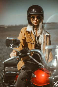 Finally summer is coming! We are missing those favourite warm evenings during the ride. Prepare to new arrivals in our shop with this Dakota's sand comfort jacket! Check the link above to get this special product! Womens Motorcycle Fashion, Motorcycle Wear, Motorcycle Style, Biker Style, Motorbike Jackets, Summer Is Coming, Biker Girl, Streetwear Fashion, Gorgeous Women