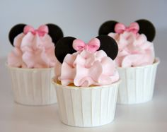 Minnie Mouse Cupcakes! I heard that Lace likes Minnie.. Maybe a birthday idea Steph? :) @Stephanie Francis Allen