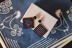 How-To: Plastic Canvas Earrings with Faux Enamel #earrings #plasticcanvas #jewelry #DIY #crafts