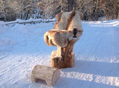 Wooden throne made with chainsaw. By Nick Platel