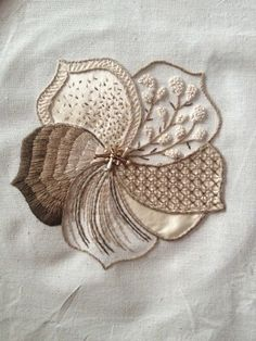 Very creative use of sectioning, like a modern sampler. Different stitch for each petal. Crewel Embroidery, Embroidery Applique, Beaded Embroidery, Cross Stitch Embroidery, Embroidery Patterns, Machine Embroidery, Modern Embroidery, Embroidery Techniques, Fabric Art