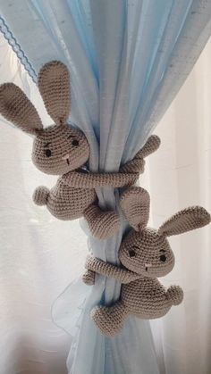 Tie back the curtain When considering to sleeping quarters decoration thoughts, a couple of things Baby Room Curtains, Kids Curtains, Baby Room Decor, Colorful Curtains, Nursery Room, Bedroom, Crochet Bunny, Crochet Home, Diy Crochet