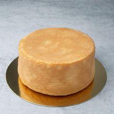 Tender, moist, tall Sponge cake full baking guide - Spatula Desserts Base Recipe, Types Of Flour, Strawberry Cake Recipes, Sponge Cake Recipes, Walnut Cake, Wilton Cakes, Types Of Cakes, Round Cake Pans, Moist Cakes