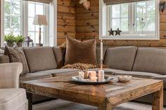 Ny og tiltalende hytte fra Familiehytta. Ligger i attraktivt område på Kvitjfell Vestside, med god utsikt og flotte aktivitetsmuligheter. Ski inn/ut! Stille og rolige omgivleser på en tomt som er godt skjermet for innsyn. Meget god standard med gode og praktiske løsninger og smakfulle detaljer.