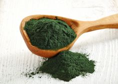 Spirulina is a superfood that has helped human being from a long time – from the ancient times of the Aztecs. Spirulina was used as a source of protein and this powerful superfood has a Vegan Protein Sources, Spirulina Powder, Dog Food Recipes, Healthy Recipes, Recipes Dinner, Bebidas Detox, Green Algae, Dog Diet, Brain Food