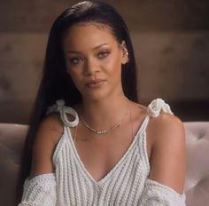 Riri looking bomb Rihanna Outfits, Rihanna Riri, Rihanna Style, Rihanna Fashion, Beauty Makeup, Hair Makeup, Hair Beauty, Jenifer Lawrence, Bad Gal