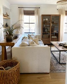 My Living Room, Home And Living, Living Room Decor, Wooden Living Room Furniture, Cozy Living, Living Room Inspiration, Home Decor Inspiration, Decor Ideas, Style At Home