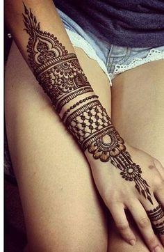 Tattoo au henné noir de l'avant-bras