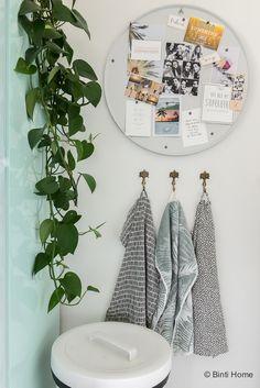 4 styling tips voor de keuken in een huurwoning met handige diy's Bathroom Toilets, Diys, Gallery Wall, New Homes, Frame, Decoration, Home Decor, Kitchen, Bricolage