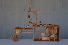 噠~噠~噠~噠~噠~噠~ 當原田和明輕輕的搖動木把,精巧的機械裝置發出規律的木頭聲響…
