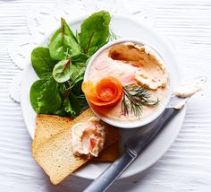 This delicious starter is similar to a pâté, made with smoked salmon, cream cheese and horseradish for a kick - serve on crackers or toast