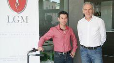 Triciclos eléctricos en el hotel Hola Tafalla :: Luis Gómez y Javier Hernández, presentando el e-Worker. Leer noticia... http://holatafalla.wordpress.com/2012/05/27/hello-world/#