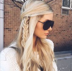 hairstyle; Via Barefoot Blonde