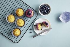 Glutenfrie blåbærmuffins Frisk, Fritters, Frosting, Muffins, Cupcake, Baking, Breakfast, Food, Morning Coffee