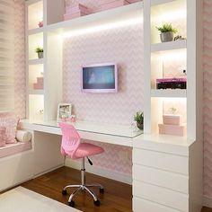 """241 Likes, 1 Comments - Tua Casa (@tuacasa) on Instagram: """"Inspiração para um quarto de menina. Adorei o papel de parede escolhido. Projeto de…"""""""
