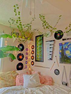Indie Room Decor, Cute Bedroom Decor, Room Design Bedroom, Room Ideas Bedroom, Indie Bedroom, Bedroom Inspo, Chill Room, Cozy Room, Pinterest Room Decor