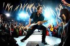 Musician Bruce Springsteen and the E Street Band perform at the Bridgestone halftime show during Super Bowl XLIII between the Arizona Cardinals and the Pittsburgh Steelers on February 2009 at Raymond James Stadium in Tampa, Florida. Bruce Springsteen Tickets, Bruce Springsteen The Boss, Springsteen Concert, Ronnie Spector, Elvis Presley, Halftime Show, Channel, E Street Band, Born To Run