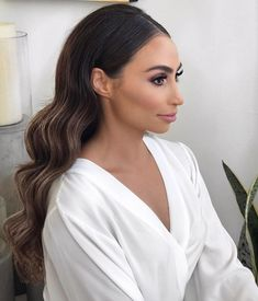 Terrific No Cost Bridesmaid Hair brown Suggestions Best lady styles is usually complicated since your entire young ladies should have unique molded fa Bridal Hair Down, Wedding Hair Down, Bridal Hair And Makeup, Brown Wedding Hair, Wavy Bridal Hair, Bridesmaid Hair Down, Retro Wedding Hair, Sleek Hairstyles, Bride Hairstyles