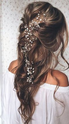 23 Exquisite Hair Adornments for the Bride - Mon Cheri Bridals While fresh flowers are always a favorite of ours to adorn the heads of br. Wedding Hair And Makeup, Bridal Hair, Hair Makeup, Loose Wedding Hair, Hair Inspo, Hair Inspiration, About Hair, Pretty Hairstyles, Fairy Hairstyles