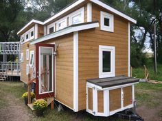 Relaxshacks.com: A LUXURY tiny house on wheels!? And its fully off-grid capable....