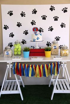 Stamp PAW prints on a white backdrop made of poster board or an old sheet for the ultimate backdrop to your preschooler's PAW Patrol birthday party spread! Puppy Birthday Parties, Puppy Party, Birthday Party Themes, Boy Birthday, Paw Patrol Birthday Decorations, Birthday Ideas, Fete Emma, Decoration Table, Animal Party