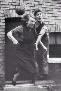 Manchester United midfielder Bobby Charlton practices his heading skills with his mother, Elizabeth, in the street outside their home, northern England, photographer unknown. Bobby Charlton, Jack Charlton, Manchester United Legends, Manchester United Players, Retro Football, Football Soccer, Emerson, Old Trafford, Man United