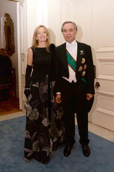 In occasione del Banchetto di Stato tenutosi il 5 novembre 2013 a Buckingham Palace - Londra Mrs Karen Lawrence Terracciano consorte dell'Ambasciatore d'Italia S.E. Pasquale Terracciano ha scelto di indossare un abito da gran sera di Alta Moda firmato dallo stilista Michele Miglionico.