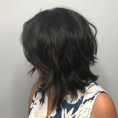 70 Best Variations of a Medium Shag Haircut for Your Distinctive Style Brunette Shaggy Inverted Bob Medium Shag Haircuts, Shaggy Haircuts, Choppy Bob Hairstyles, Cool Hairstyles, Shaggy Medium Hair, Haircut Bob, Haircut Medium, Medium Layered Hair, Layered Haircuts