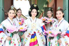 Korean_women's_hanbok.jpg 5,616×3,744 pixels