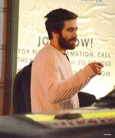 jake gyllenhaal, looks so homey here. Pack me one Maggie Gyllenhaal, Rehearsal Studios, Smoke Pictures, Men Closet, Gorgeous Body, Marvel Actors, Man Crush, American Actors