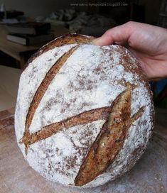 Chleb pięć ziaren na żytnim zakwasie